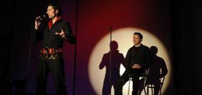 """Foto aus der Produktion """"Surrender - Mein Leben als Karaoke King"""""""